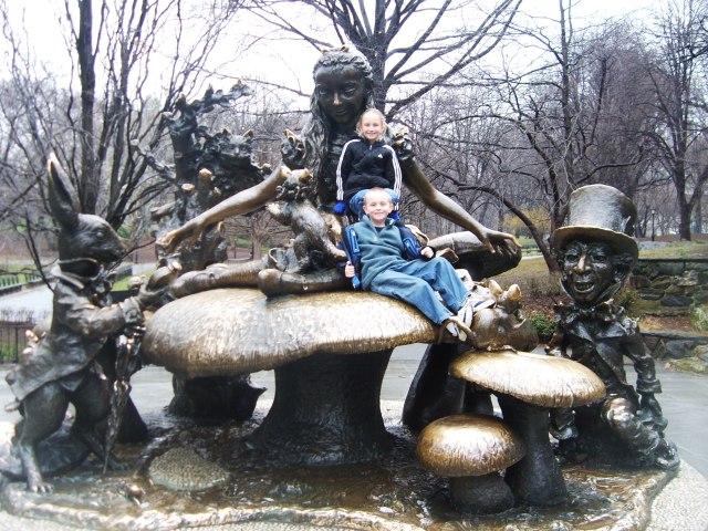 Alice In WonderlandStatue